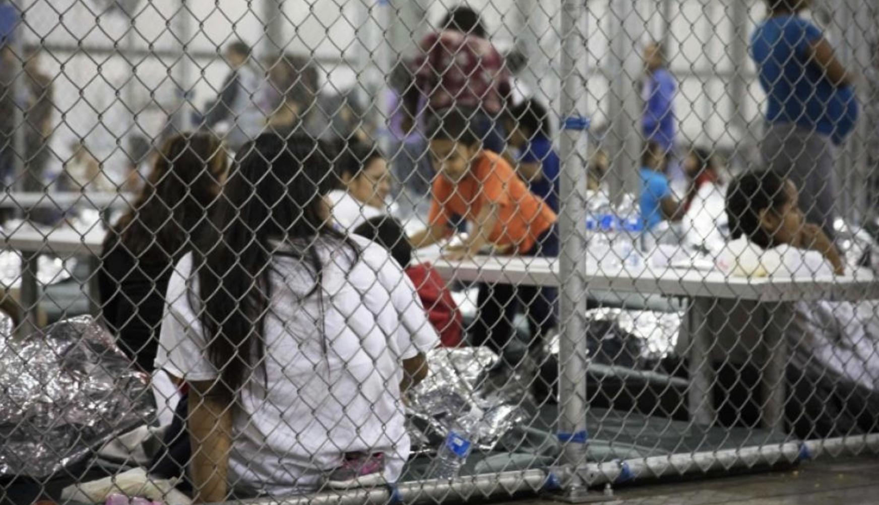 Pediatras comparan el trato que da EEUU a los niños migrantes con la tortura