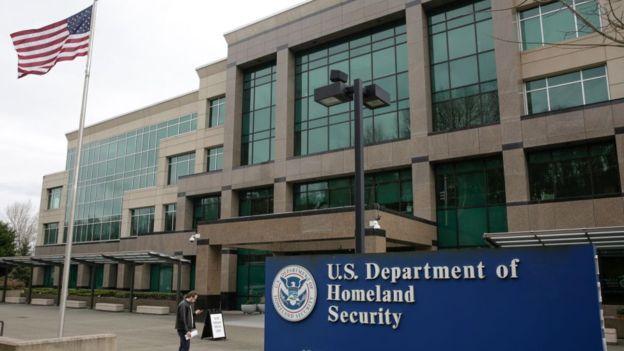 El Servicio de Ciudadanía e Inmigración de EE.UU. no tenía pruebas en sistema braille para el joven ciego. (Foto Guatevisión: Agence France-Presse)