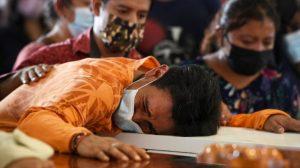 Adán Moreno lamenta la pérdida de su familia en un trágico suceso que conmocionó a México. (Foto Guatevisión: BBC News)