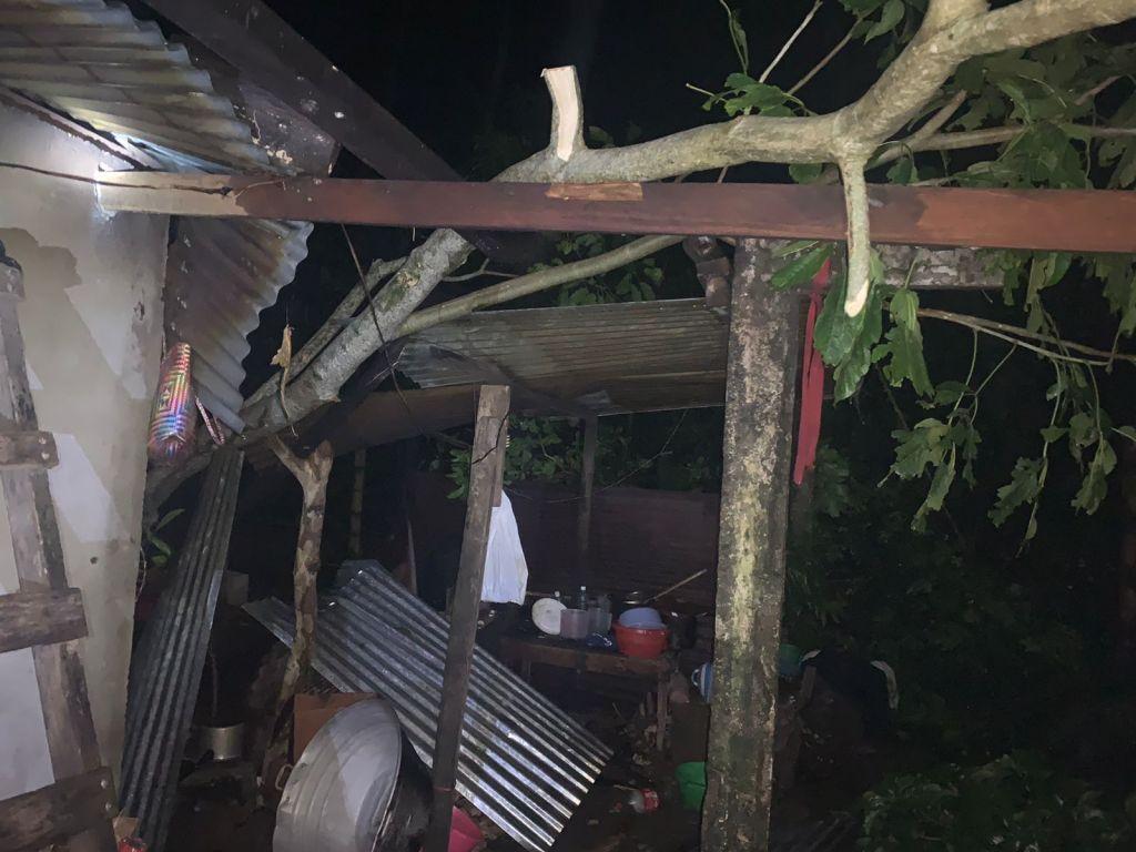 Familias de Quetzaltenango han perdido sus viviendas debido a la intensidad de las lluvias de las últimas horas. (Foto Prensa Libre: Conred)